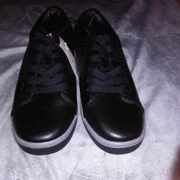 BLACK OR WHITE LOW PRO TENNIS SNEAKERS MENS NWT! GOODFELLOW /& CO JARED SHOES